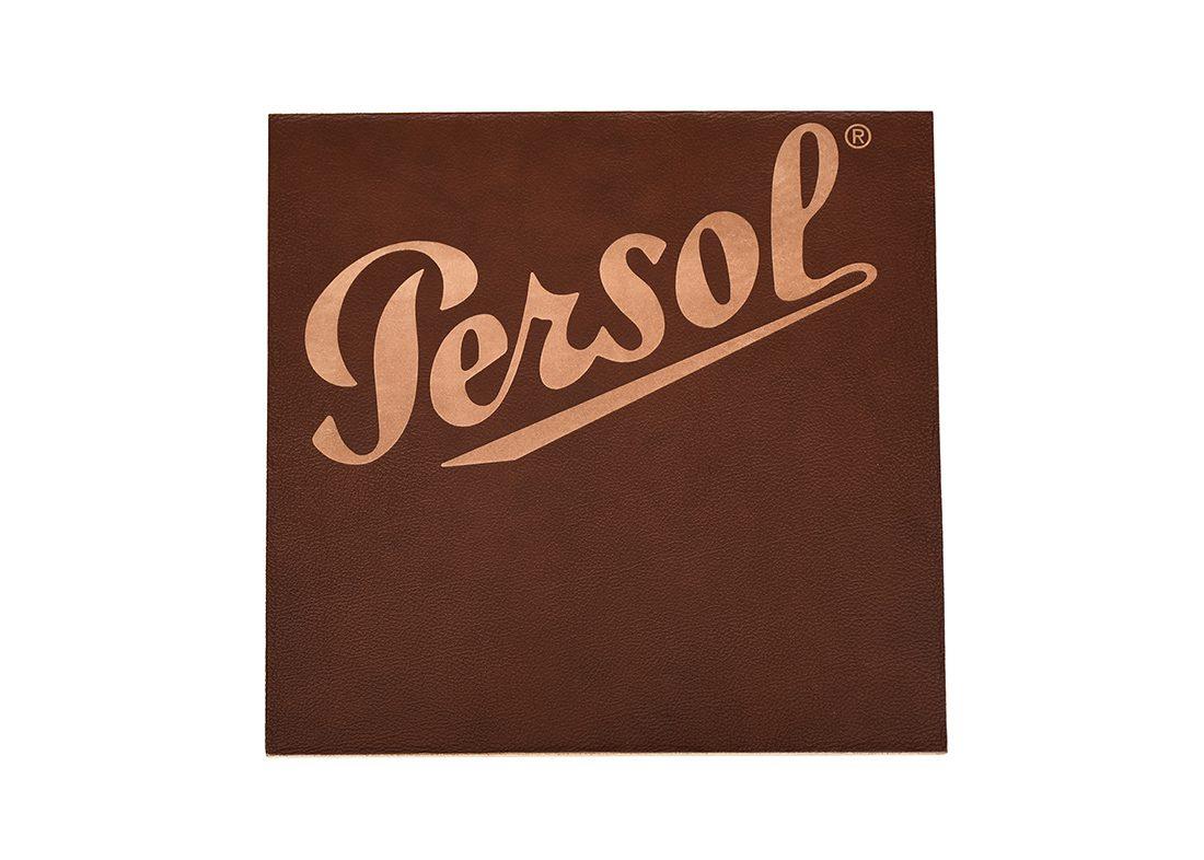 Graveret læder plade med logo