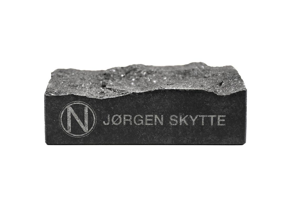 Gravering i granit sten