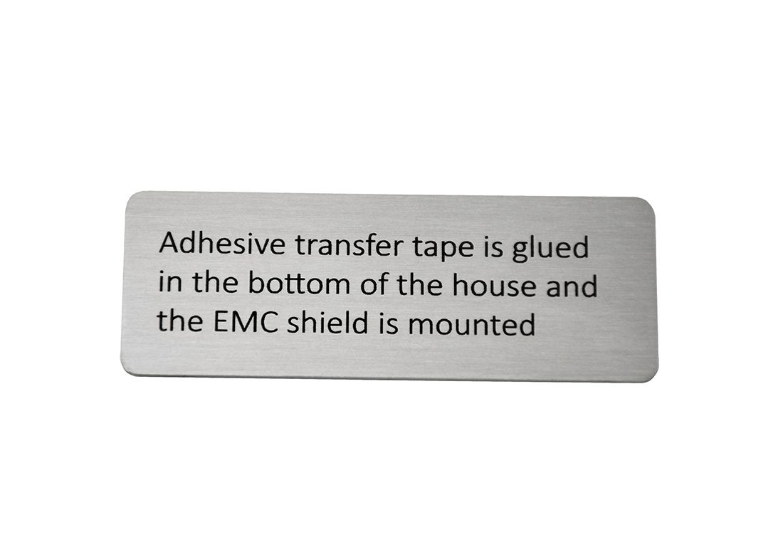 Lasergraveret skilt med tekst til industri