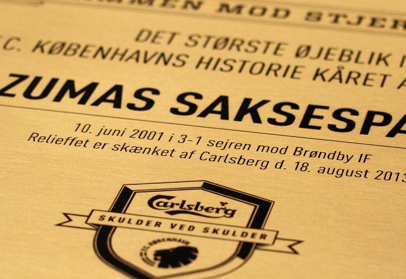 Indgravering i messing med Carlsberg logo